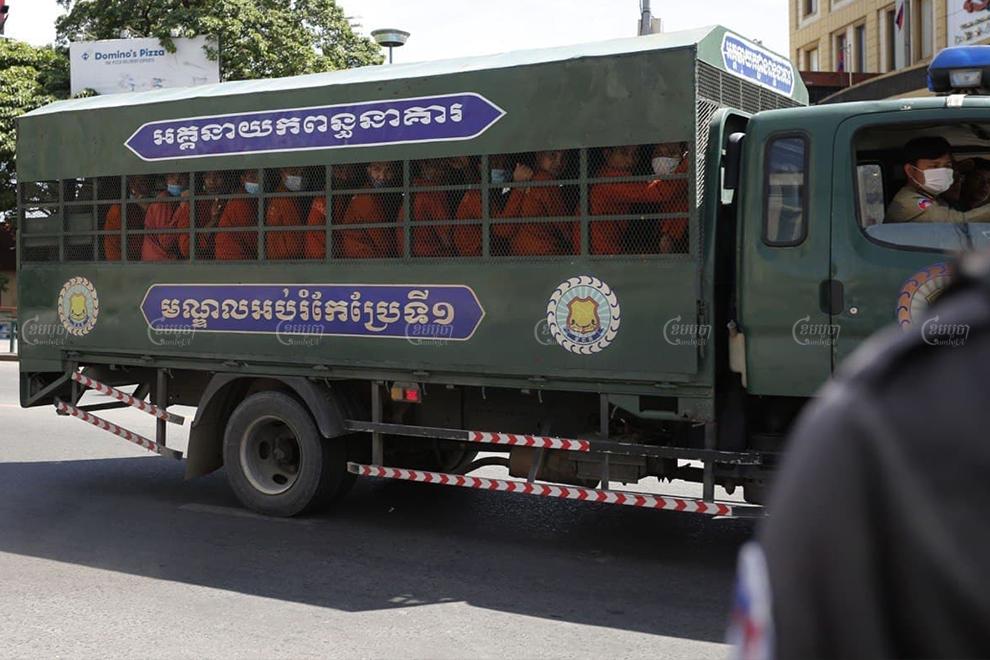 Prisoners arrive at the Phnom Penh Municipal Court on November 26. Panha Chhorpoan