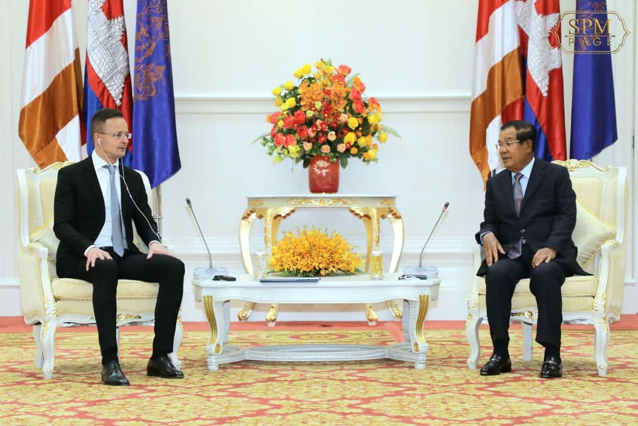Hungarian Foreign Minister Peter Szijjarto meets with Prime Minister Hun Sen at the Peace Palace in Phnom Penh on November 3 in Prime Minister's Facebook.