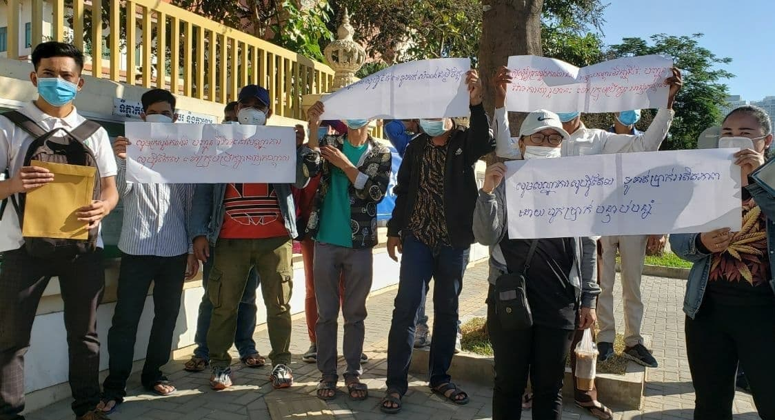 Workers from the Sofitel Phnom Penh Phokeethra protested in front of the Labor Ministry on Tuesday, demanding fair compensation after their contracts were terminated in August. CTWUF