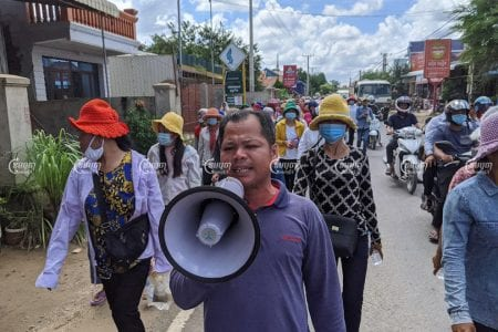 200 workers marched to the Kandal Provincial Court in Takhmao City on July 13 to submit a petition asking that the court remove an injunction preventing them from being paid by their former factory owner. Panha Chhorpoan