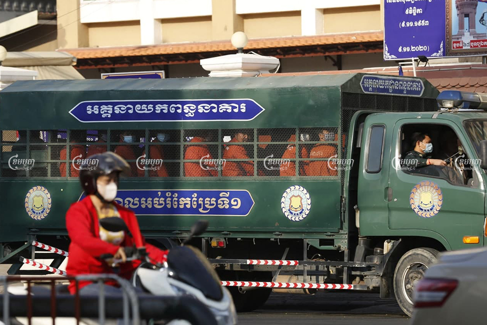 A Prisons Department vehicle with jailed unionist Rong Chhun enters the Phnom Penh court on Friday. Panha Chhorpoan