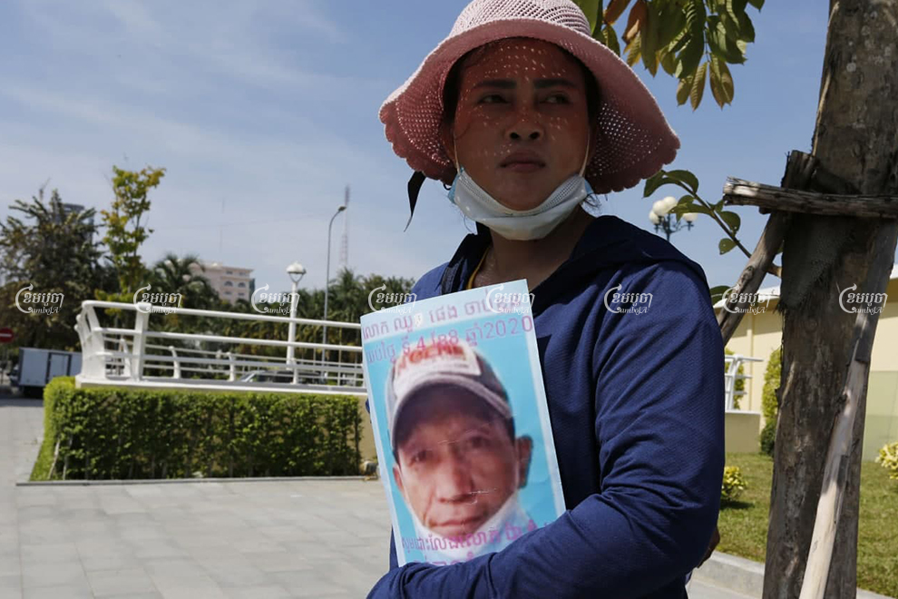 Dos Kimteang stands with an image of her jailed husband outside the U.S. Embassy in Phnom Penh on January 8. Panha Chhorpoan