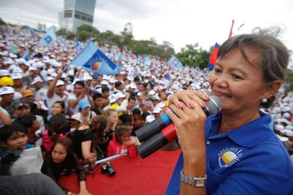 Former CNRP leader Mu Sochua has delayed her planned return to January 17, ensuring that she will miss a trial against more than 130 former party members and supporters on January 14.