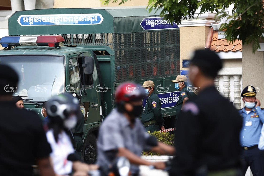 A Prisons Department vehicle brings prisoners to the Phnom Penh Municipal Court on February 16. Panha Chhorpoan