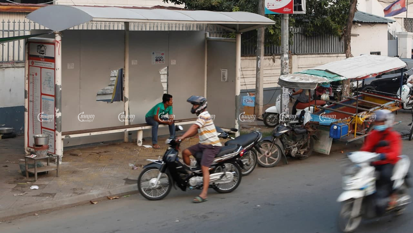 Phnom Penh motorists drive past an out-of-use bus stop this week, which is now being used by vendors. Panha Chhorpoan