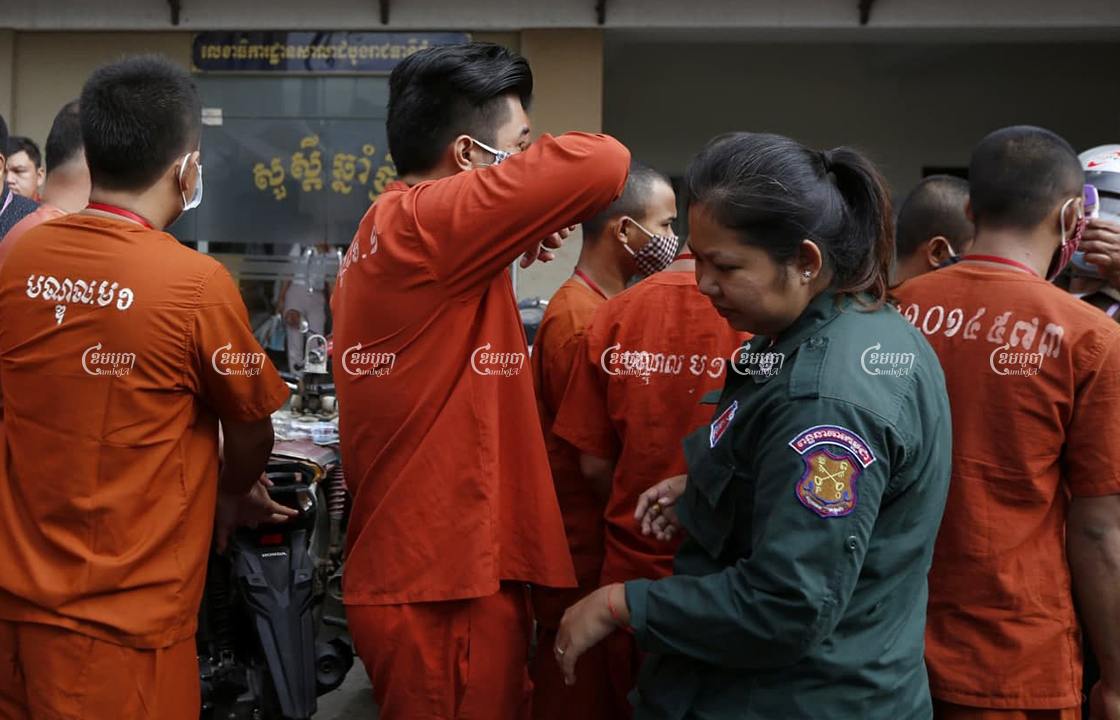 Prisoners arrive at Phnom Penh Municipal Court ahead of their trials on June 2020. Panha Chhorpoan