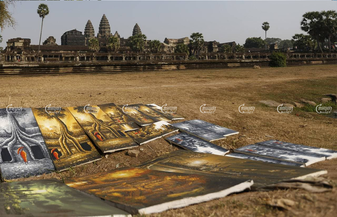Art works for sale at the Angkor temples in Siem Reap, February 17, 2017. CamboJA/Pring Samrang
