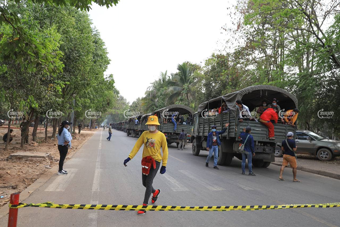 Siem Reap authorities check body temperatures of migrant workers who are being transported to quarantine centers in their home provinces. Panah Chhorpoan