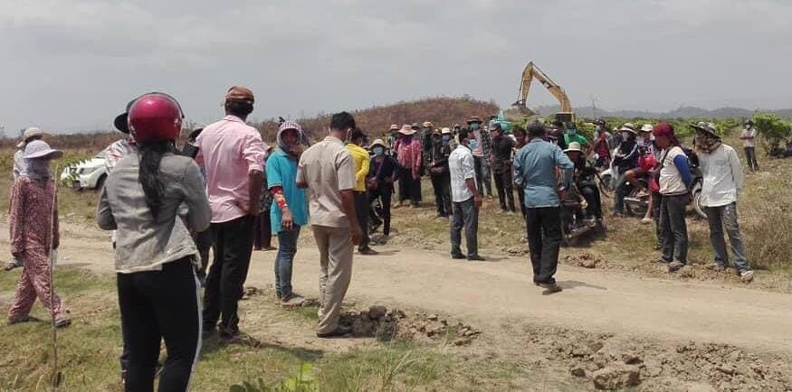 Kampot villagers clash with security guards from So Nguon's company on March 15, where two villagers were injured. Facebook