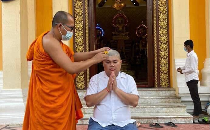 A monk shaves Duong Chhay's head as he prepares to become a monk at a pagoda in Phnom Penh, March 21. Duong Chhay's Facebook