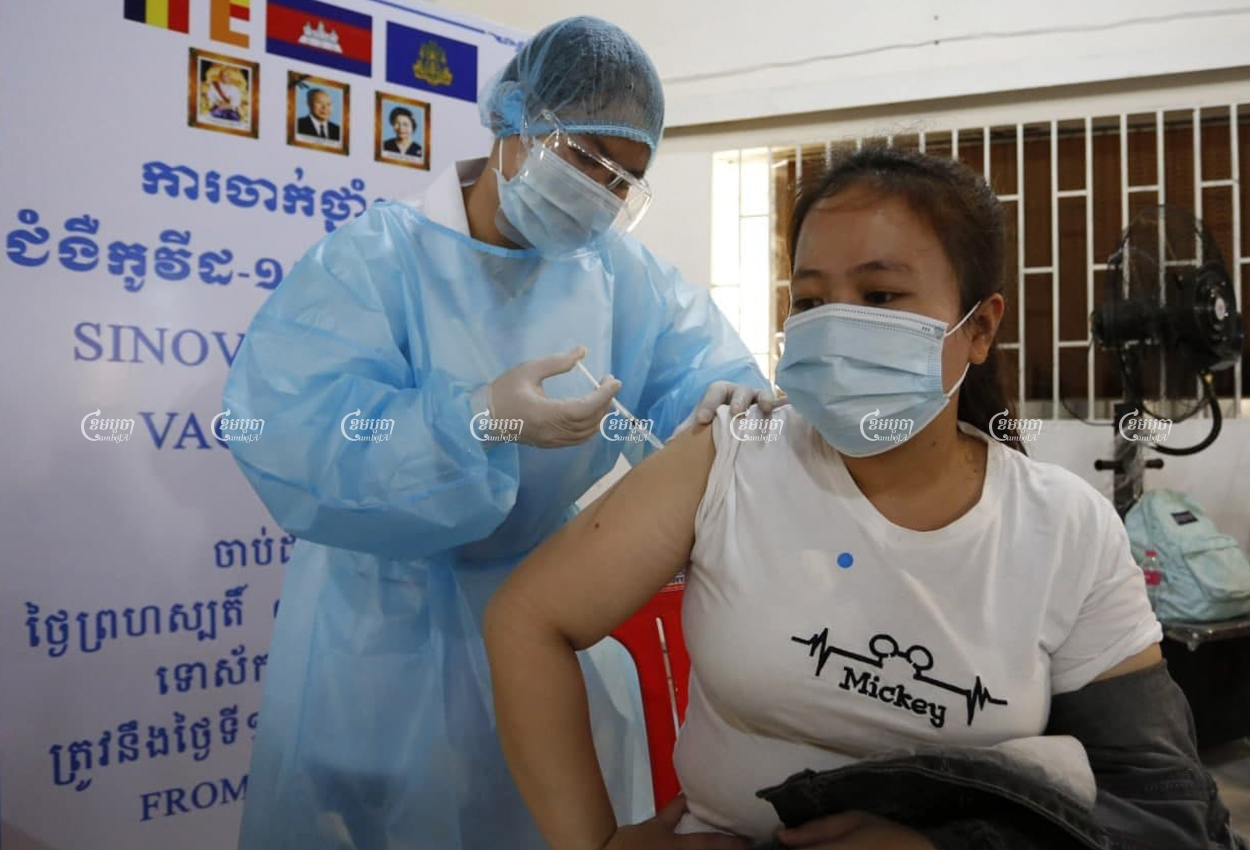 A garment worker is vaccinated against COVID-19 at a factory in Phnom Penh, on the first day of a campaign to vaccinate garment workers, April 7, 2021. CamboJA/ Panha Chhorpoan