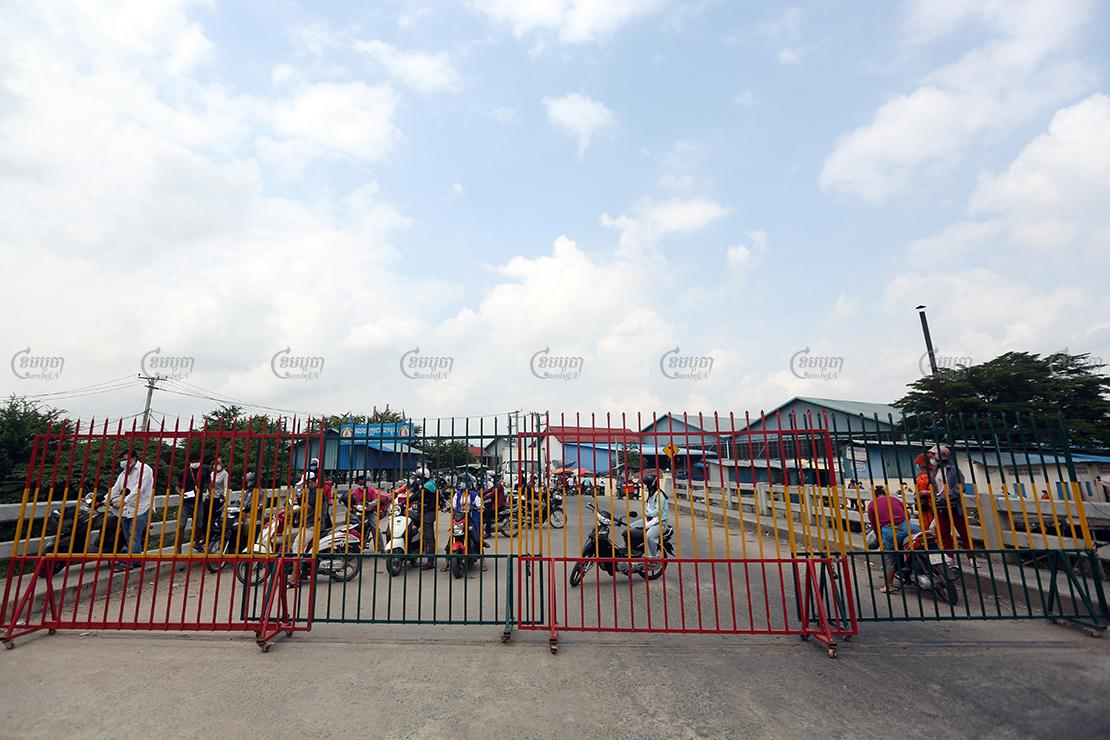 A metal blockade on a red zone street in Phnom Penh, April 29, 2021. CamboJA/ Pring Samrang