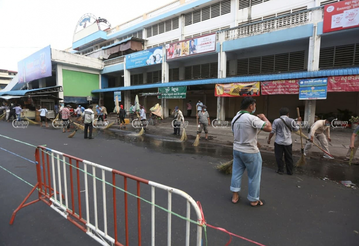 Authorities and security guards clean at O'Russei Market, which was closed on Sunday after vendors and security guards tested positive for COVID-19, in Phnom Penh, April 4, 2021. CamboJA/ Pring Samrang