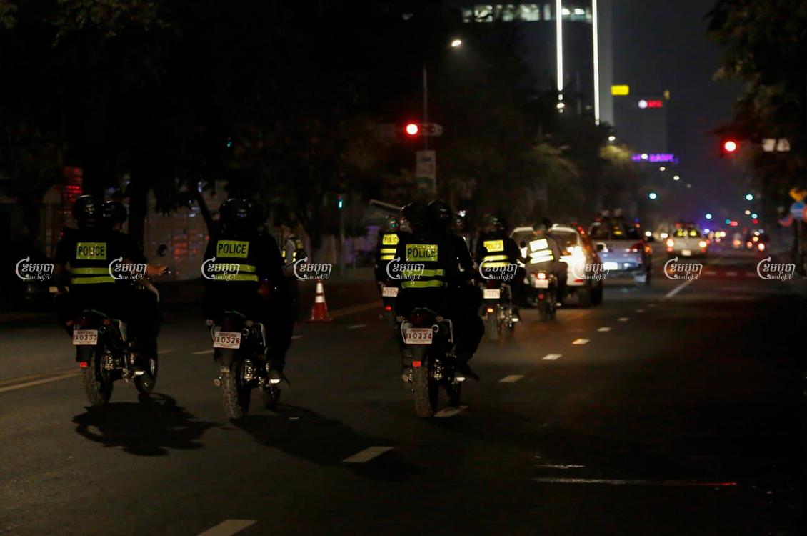Police patrol in Phnom Penh during curfew on April 5, 2021. CamboJA/ Panha Chhorpoan