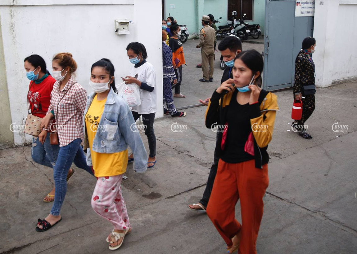 The garment workers leave from a factory in Phnom Penh, April 12, 2021. CamboJA/ Panha Chhorpoan