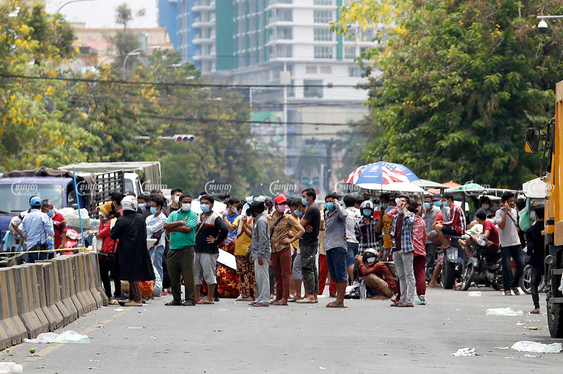 Vendors from Doeumkor market wait to be tested for COVID-19 in Phnom Penh, April 17, 2021. CamboJA/ Panha Chhorpoan