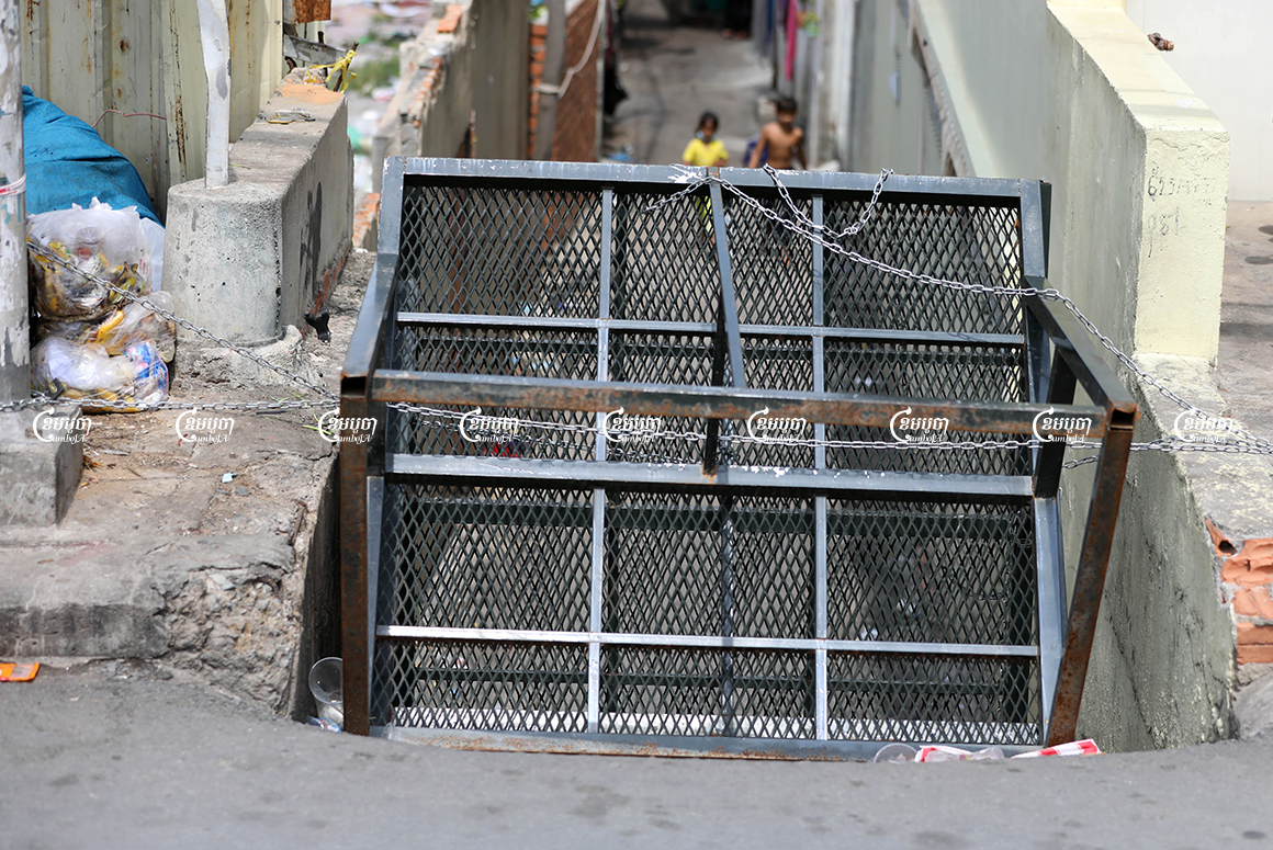 A barricade blocks a small street leading to a red zone village at the Stung Meanchey II commune, Meanchey district in Phnom Penh, May 19, 2021. CamboJA/ Pring Samrang