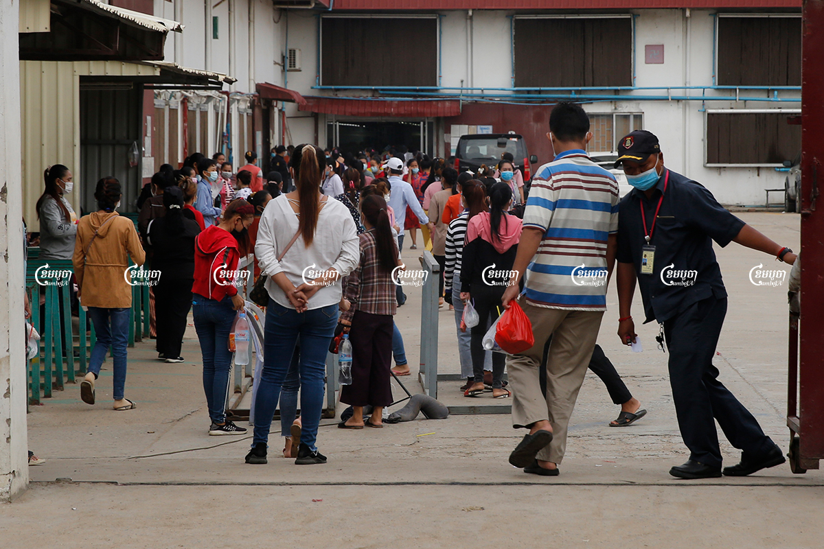 Garment workers enter a factory for their morning's work in the Dangkor district of Phnom Penh, May 27, 2021. CamboJA/ Panha Chhorpoan