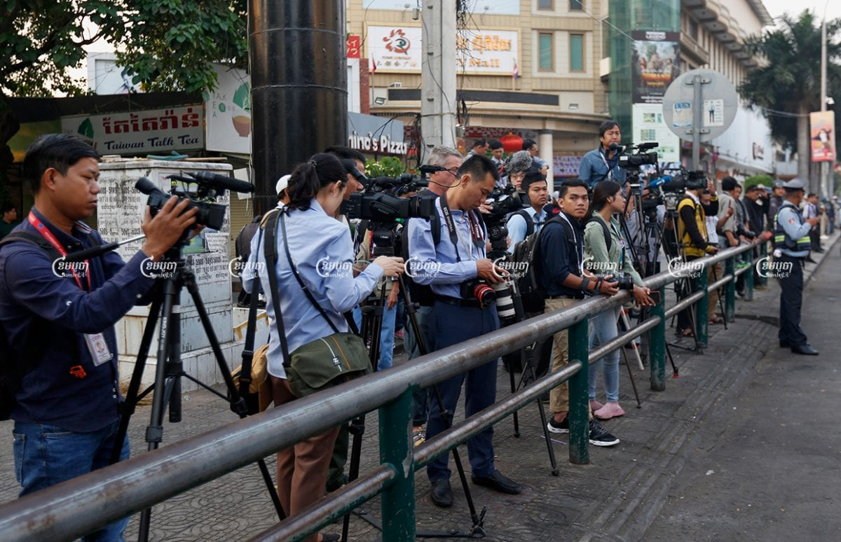 Journalists are forced together on one side of the street in front of the Phnom Penh Municipal Court during the hearing of former CNRP leader Kem Sokha on January 15, 2020. CamboJA/ Panha Chhorpoan
