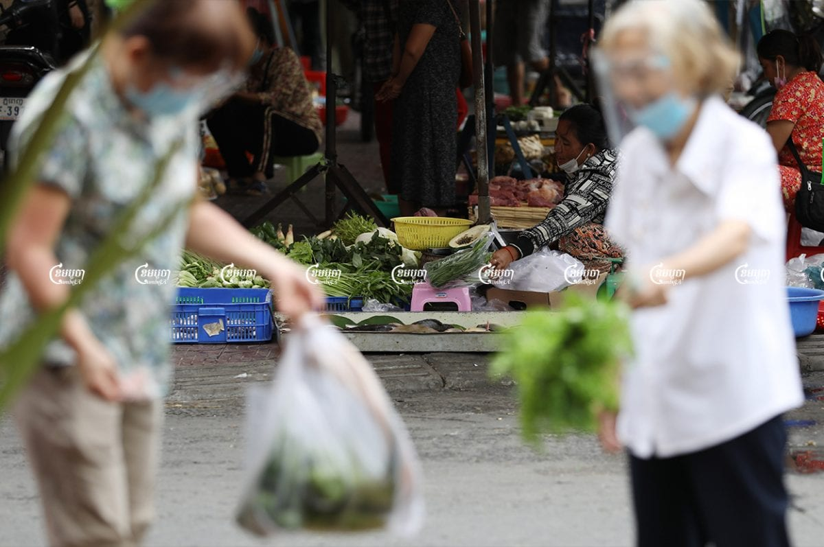 Vendors sell food and vegetables at O'Ressei Market after the government granted permission for all state-run markets in Phnom Penh to reopen, May 24, 2021. CamboJA/ Pring Samrang