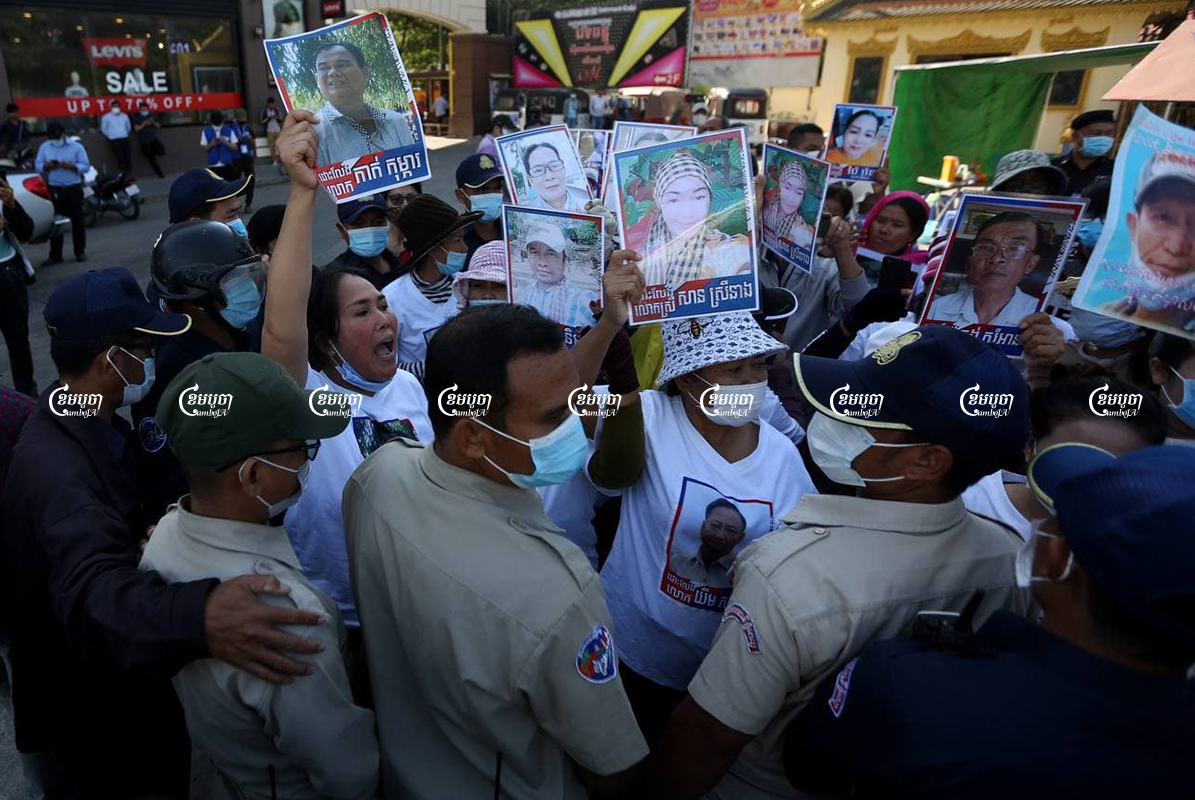 Relatives of CNRP officials were prevented from getting close to the Phnom Penh Municipal Court as members of the forcibly dissolved party were tried for incitement and plotting. Picture taken on February 18, 2021. CamboJA/ Pring Samrang