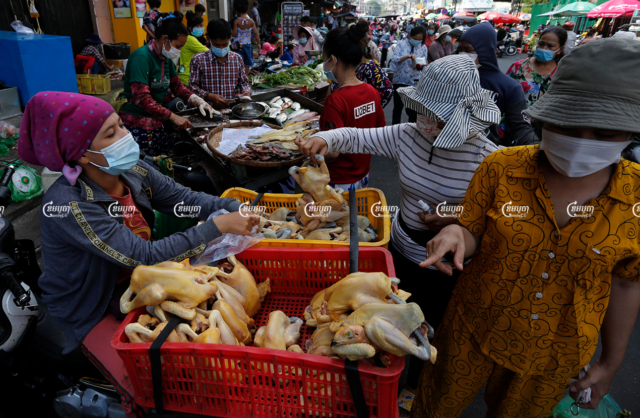Vendors sell chicken and other food supplies on a street after more than a month of market closures to prevent the spread of COVID-19, May 20, 2021. CamboJA/ Panha Chhorpoan