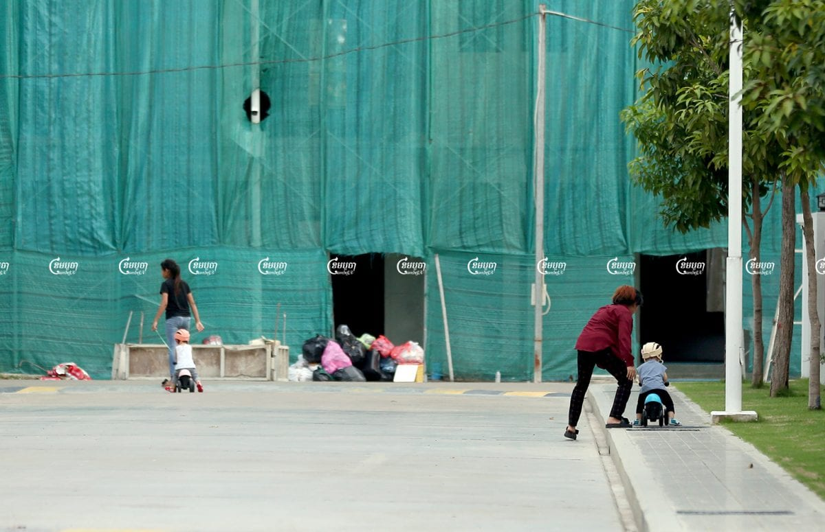 Domestic workers bring their employers' children to play outside in Phnom Penh, June 16, 2021.CamboJA/ Panha Chhorpoan