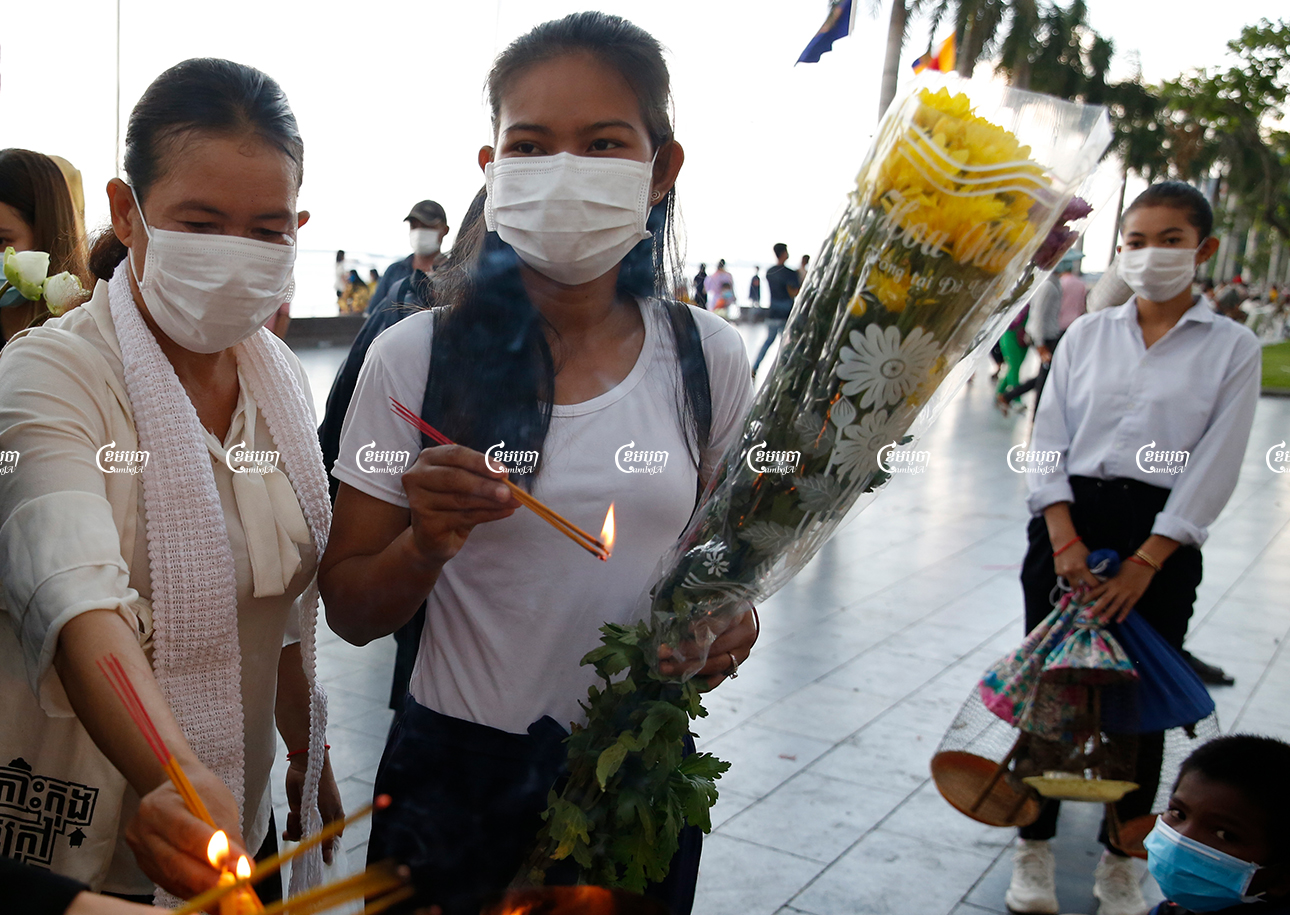 Family members of imprisoned environmental activists pray at Preah Ang Dongker in front of the royal palace for the release of their kin from jail, in Phnom Penh, June 3, 2021. CamboJA/ Panha Chhorpoan