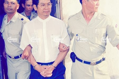 Police is escorted Richard Kiri Kim, former Commander of Cambodian Freedom Fighters for his hearing at Phnom Penh Municipal Court. Picture taken on August 14, 2001. CamboJA/ Panha Chhorpoan