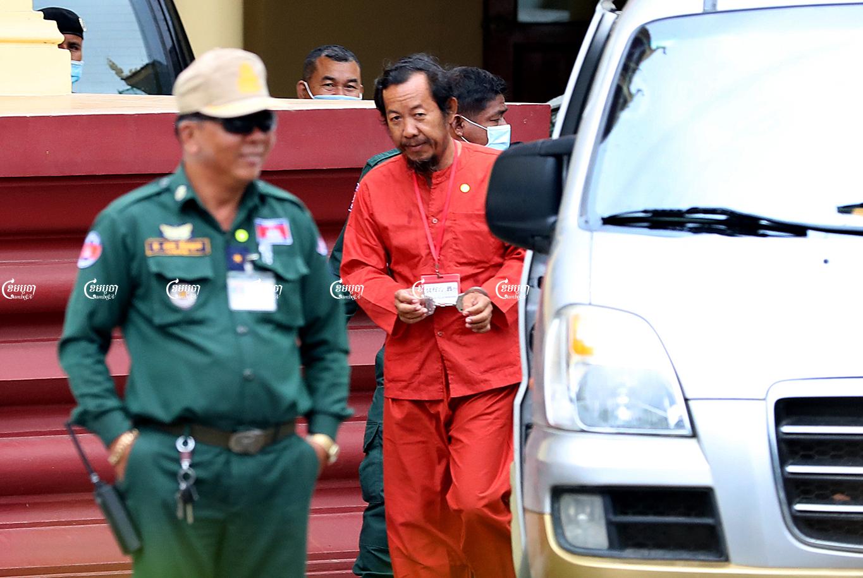 Rong Chhun leaves the Supreme court on November 11, 2020. CamboJA/ Panha Chhorpoan