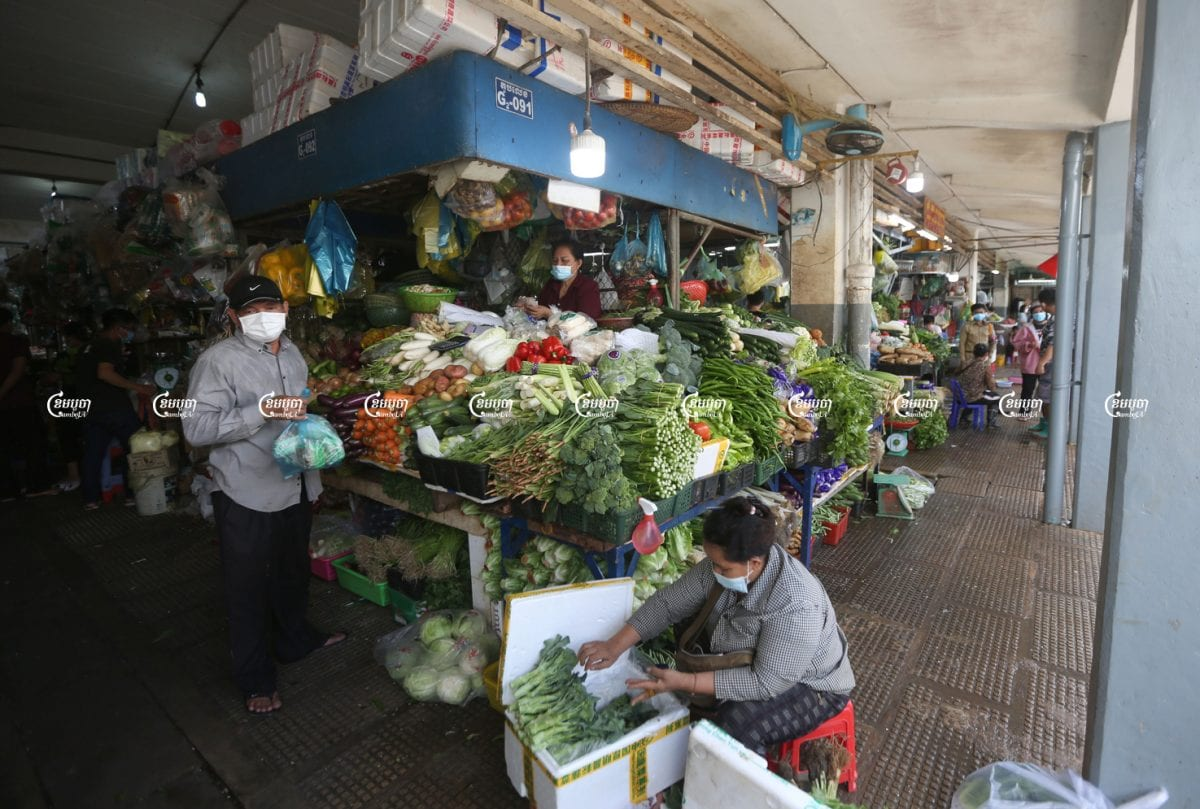 Vendors sell vegetables and other wares at Central Market after Phnom Penh City Hall allowed all public markets to reopen, June 15, 2021. CamboJA/ Pring Samrang