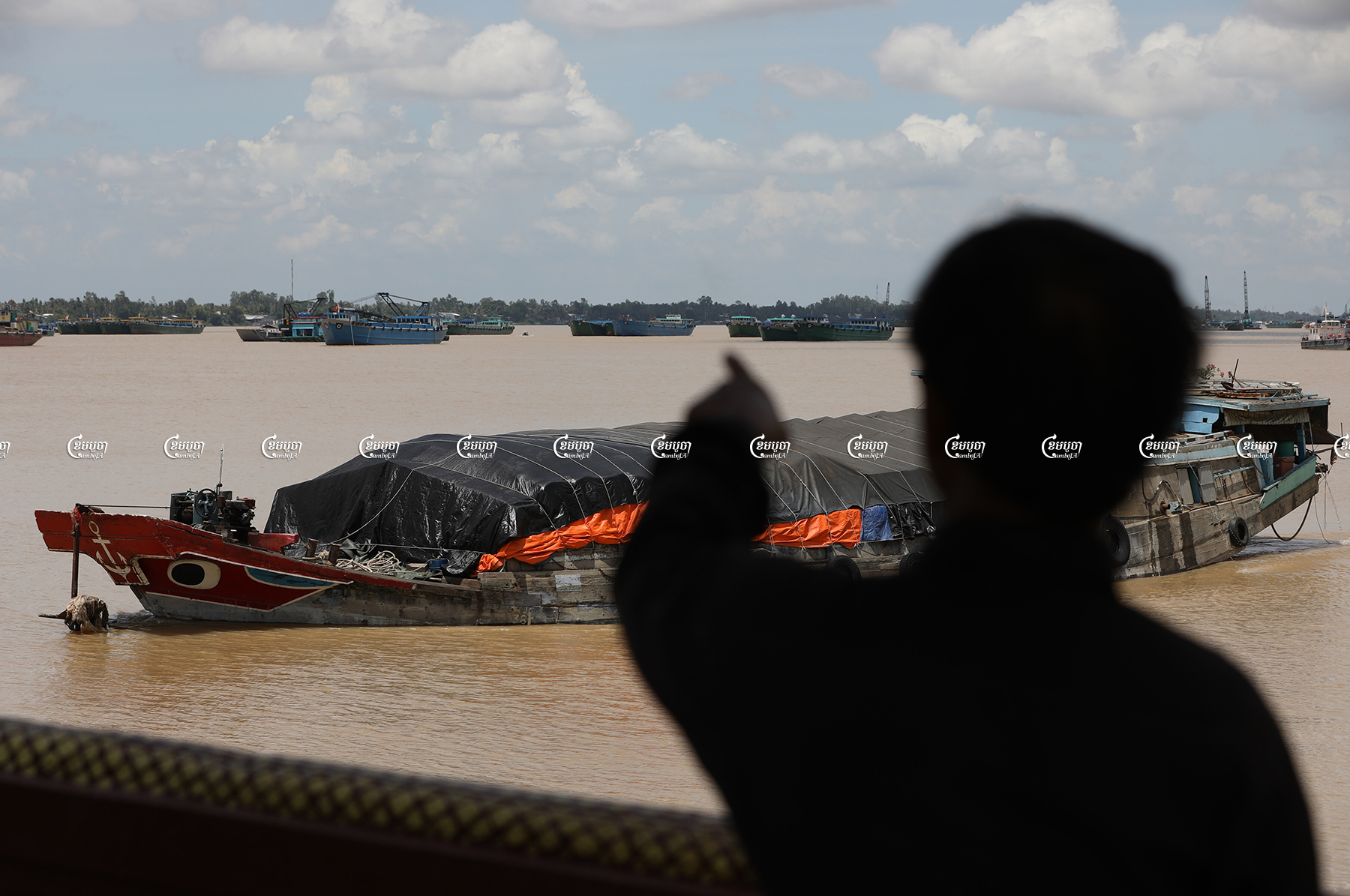 Vietnamese authorities use sand dredging boats to block the entry of floating houses through the aquatic border in the Mekong River at the Ka'am Samnor checkpoint of Cambodia, June 28, 2021. CamboJA/ Pring Samrang