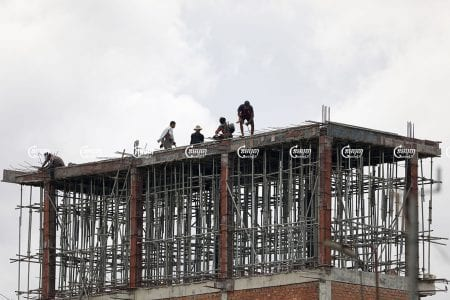 Laborers work at a construction site in Phnom Penh, July 21, 2021. CamboJA/ Pring Samrang