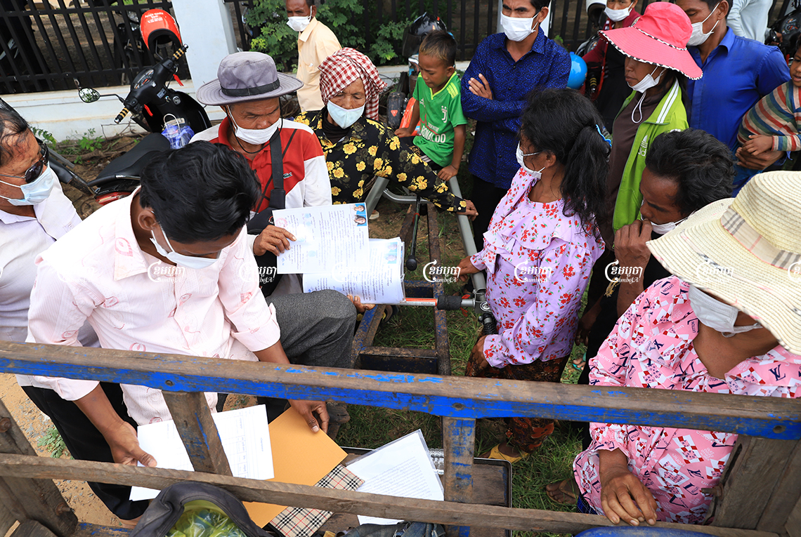 Villagers from Banteay Srei district protested outside the Siem Reap Provincial Hall on Monday asking for a fair resolution to a land dispute they an entangled in since 2005 with the Apsara National Authority. CamboJA/ Panha Chhorpoan