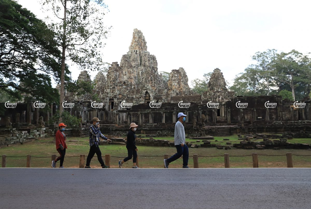 A small group of Cambodian tourists visit Bayon temple in Siem Reap province, August 19, 2021. CamboJA/ Panha Chhorpoan