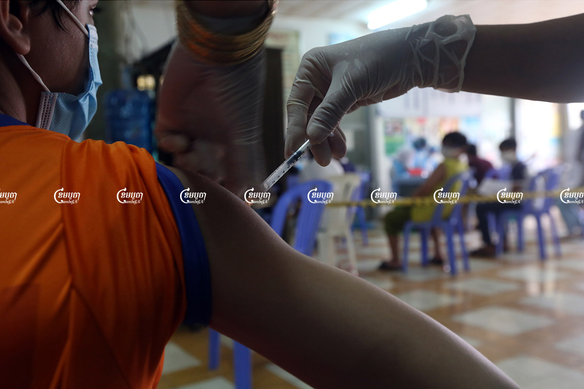 Children between the ages of 12 and 17 receive their first dose of Sinovac's Covid-19 vaccine in Phnom Penh, August 1, 2021. CamboJA/ Pring Samrang