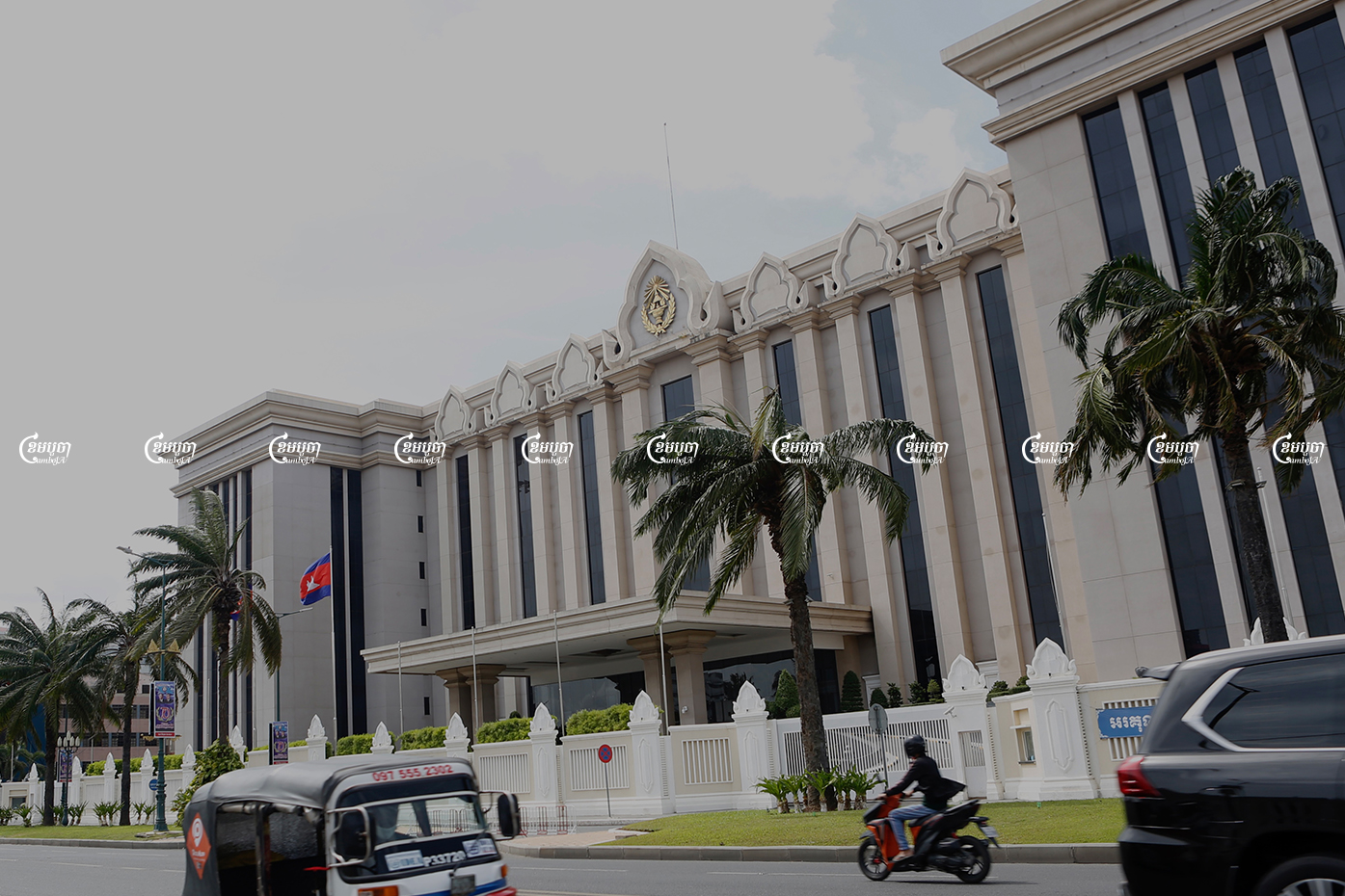 Drivers pass the Peace Palace in Phnom Penh, Picture taken on August 3, 2021. CamboJA/ Panha Chhorpoan
