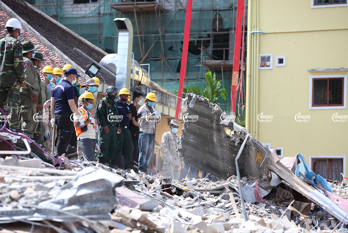 Rescue teams search for missing workers at the collapsed building in Sihanoukville in June 2019. CamoJA/ Panha Chhorpoan