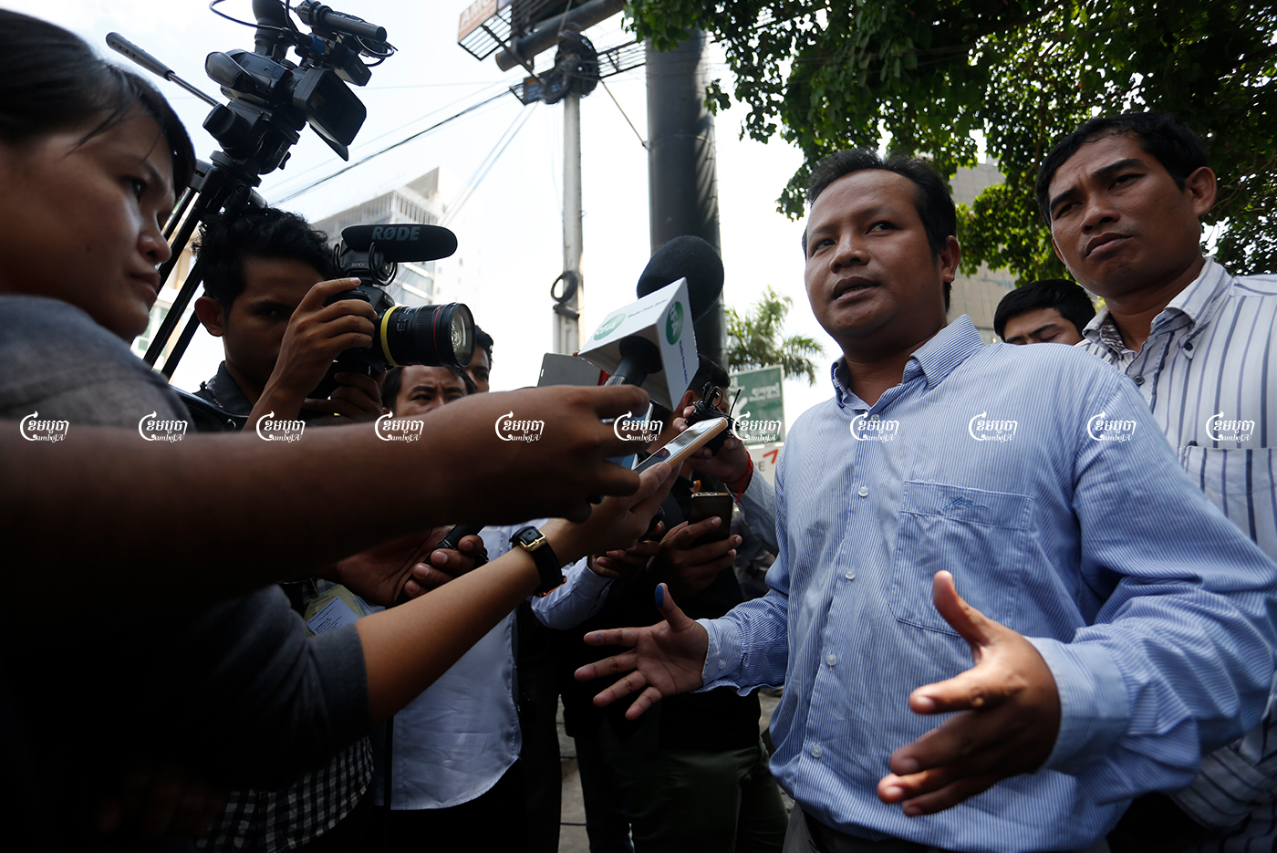 Union leader Pav Sina speaks to media in front of the Phnom Penh Municipal Court, Picture taken on April 21, 2016. CamboJA/ Panha Chhorpoan