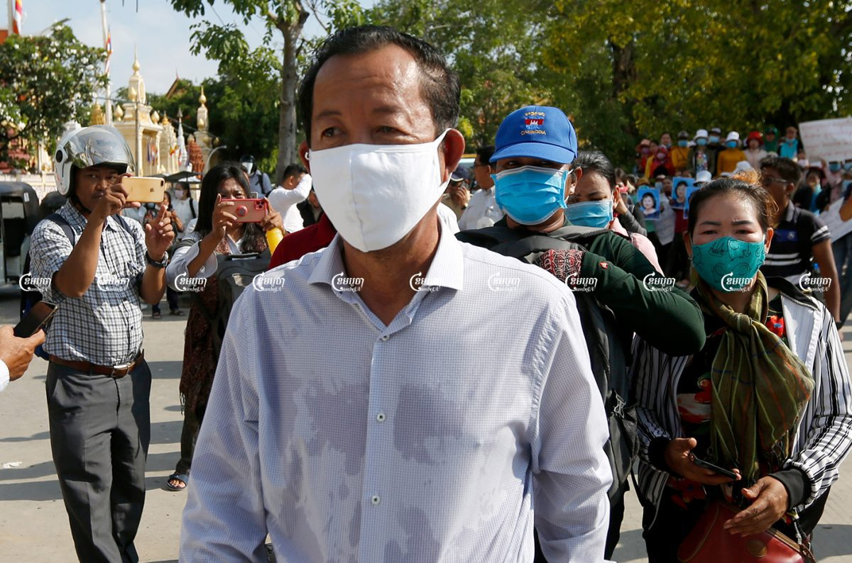 Union leader Rong Chhun joining a demonstration with Violet Apparel factory workers in Phnom Penh on July 28. CamboJA/ Panha Chhorpoan