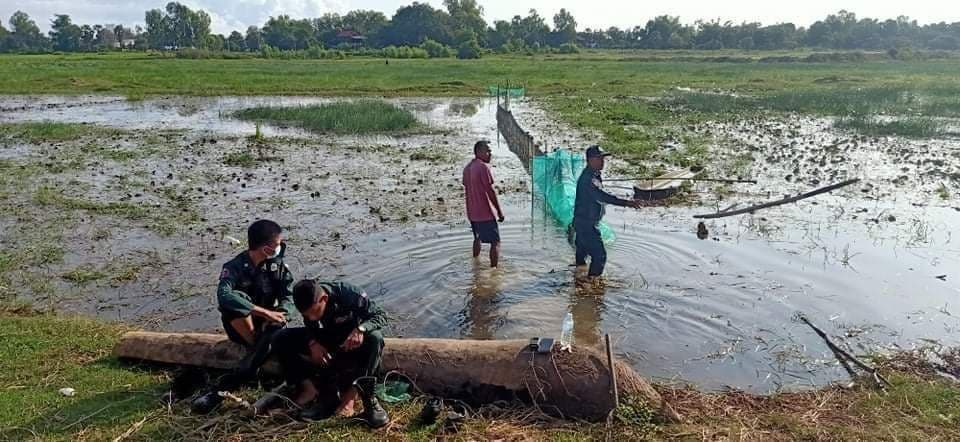 Local police remove illegal fishing nets in Boeng Pur in 2020. Supplied