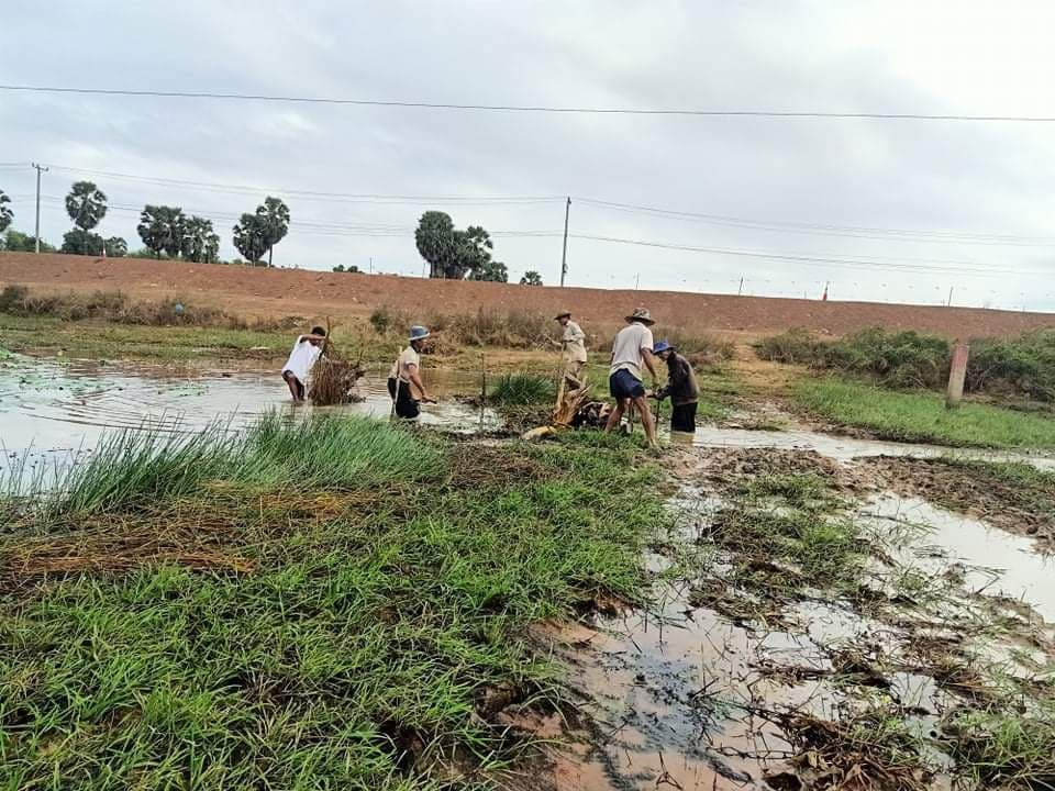 Lor Peang villagers block part of Boeng Pur to store water in 2020. Supplied
