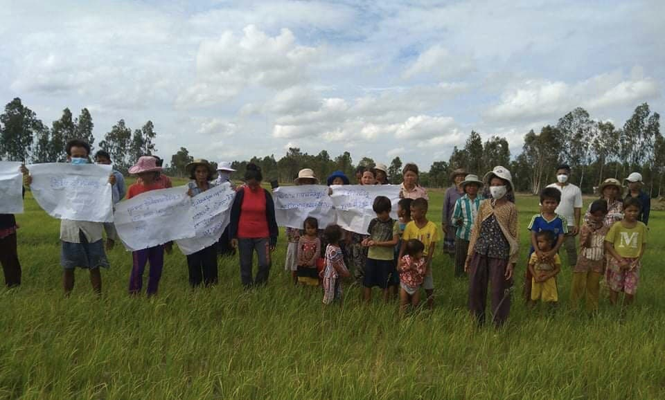 Villagers protesting on August 2 on farmland within the disputed boundary of a Svay Rieng canal restoration project. This week, 60 families connected to the protest were placed in quarantine after two villagers tested positive for COVID-19. Supplied photo.