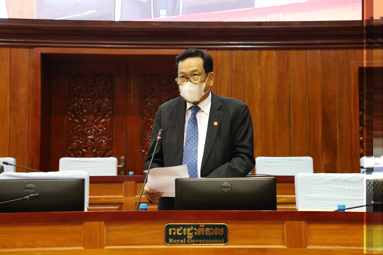 Ith Samheng, Labor Minister, defends new amendments to the Labor Law at the National Assembly on September 9, 2021.National Assembly