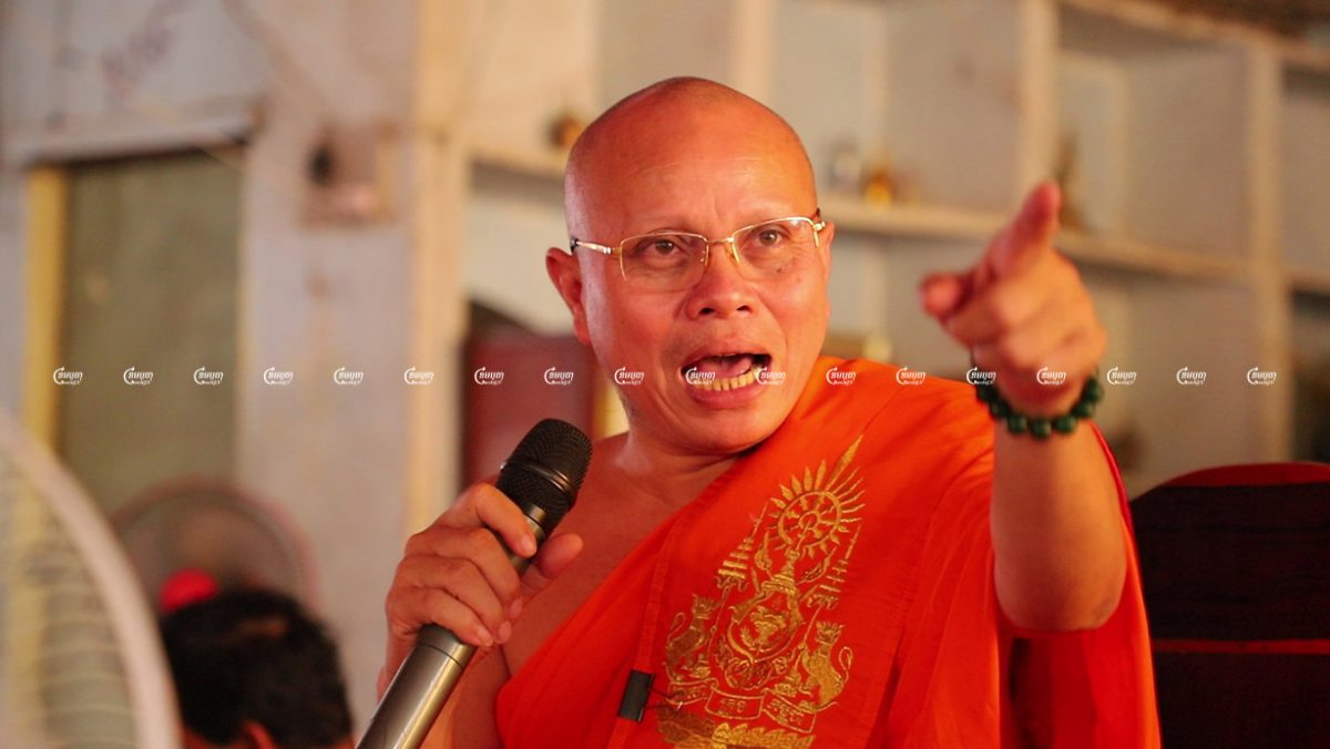 Pang Soda, former chief monk at a pagoda in Kampong Cham province speaks to his rowing team during the Water Festival in Phnom Penh, Picture taken on November 13, 2019. CamboJA/ Panha Chhorpoan