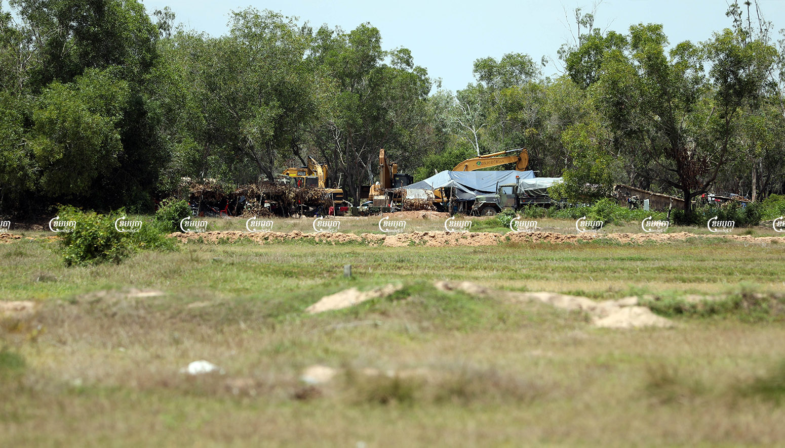 Soldiers set up a tent along with a number of excavators and bulldozers in a disputed land site in Kandal province's Ang Snuol district, June 4, 2021.CamboJA/ Pring Samrang