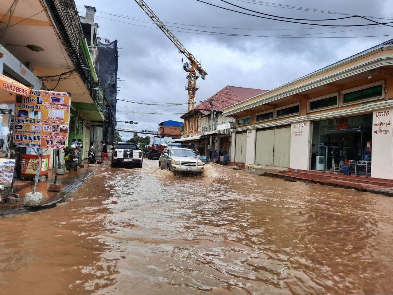 Heavy rain and floods from Thailand hit Battambang town. Photo taken on October 18, 2021. In Kongchet